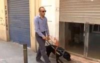 Miguel Ángel y su perra guía Moly