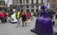 Paseo de los perros guía junto a Las Meninas en Madrid