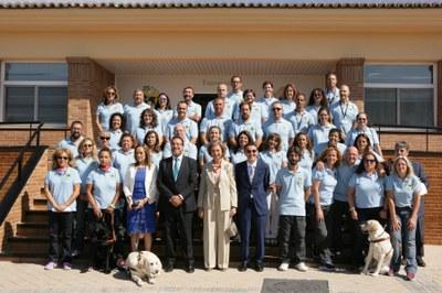 La plantilla de la Fundación con Doña Sofía y Miguel Carballeda, Presidente de la ONCE